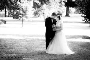 A-bride-groom-in-park-640